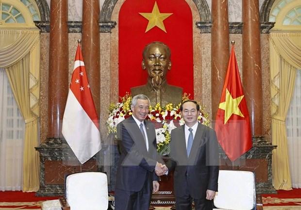 越南国家主席陈大光会见新加坡总理李显龙 hinh anh 1