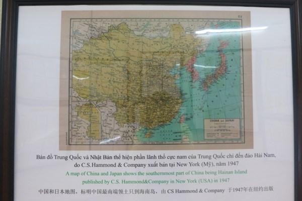 """""""黄沙、长沙归属越南:历史证据和法律依据""""资料图片展在白龙尾岛县举行 hinh anh 2"""
