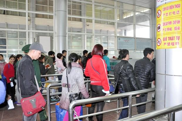 经芒街口岸入境的中国游客猛增但没有出现通关拥堵现象 hinh anh 1