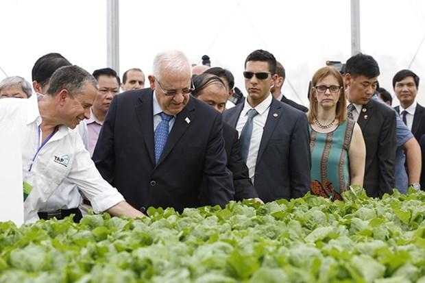 以色列总统参观访问越南永福省三岛VinEco高新技术农业应用投资项目 hinh anh 1