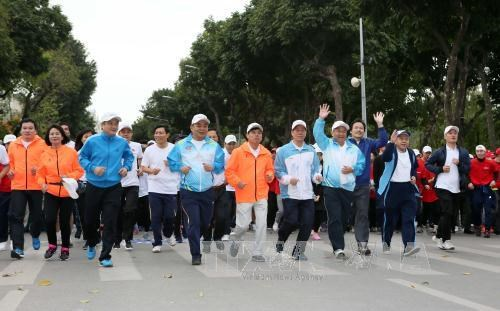 """越南全国各地积极响应""""全民健康奥林匹克长跑日"""" hinh anh 1"""