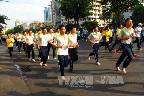 """越南全国各地积极响应""""全民健康奥林匹克长跑日"""" hinh anh 2"""