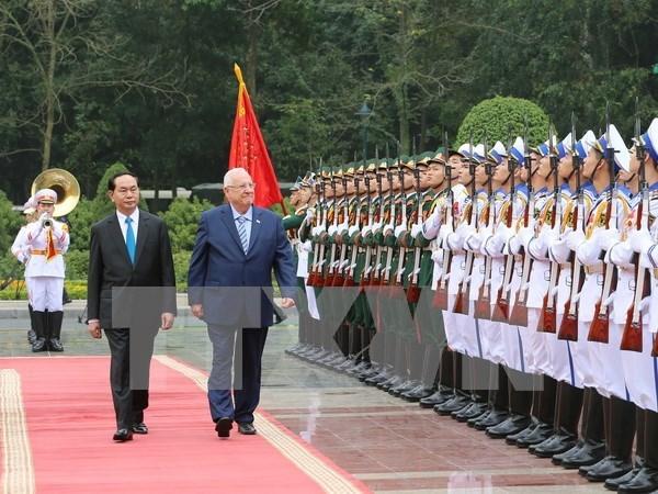 以色列总统鲁文·里夫林与夫人圆满结束对越的国事访问 hinh anh 1