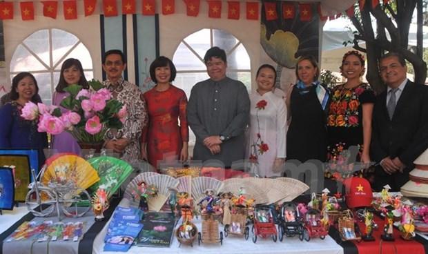 越南参加墨西哥瑙卡尔潘国际文化交流周 hinh anh 1