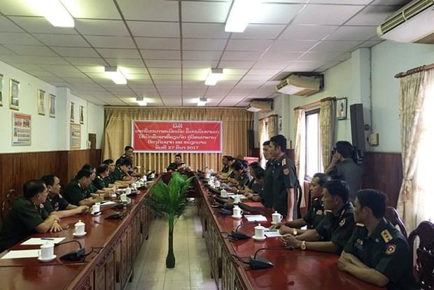 越南向2名老挝军官授予军事学博士学位证书 hinh anh 1