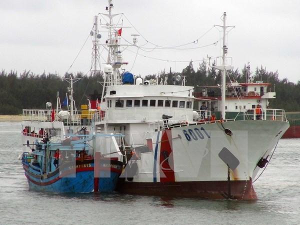庆和省海上遇险渔船成功拖拽到岸 hinh anh 1