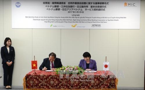 越南通信与传媒部部长张明俊与日本内务与传媒省大臣高市早苗举行会谈 hinh anh 1