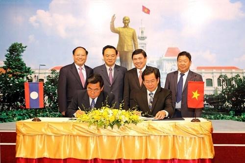 胡志明市与老挝川圹省加强图书馆和博物馆领域合作 hinh anh 1