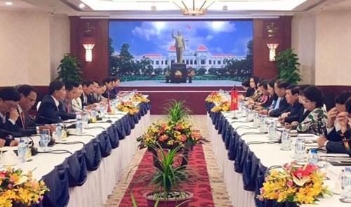 胡志明市与万象市努力推动双边合作协议落到实处 hinh anh 1
