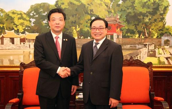 深化越中两国首都的友好合作关系 hinh anh 1