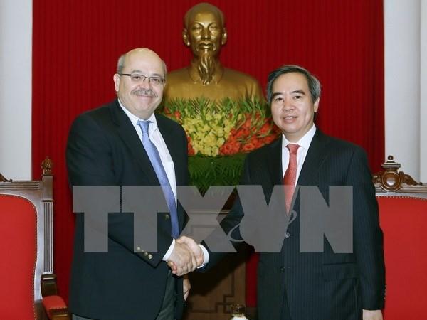 越共中央经济部部长阮文平会见国际货币基金组织专家代表团 hinh anh 1