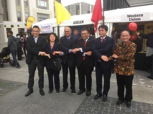 越南参加在新西兰举行的东盟夜市文化节 hinh anh 1