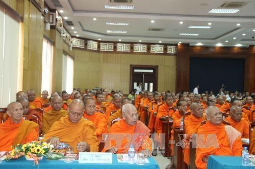 越南高棉族同胞欢度2017传统新年 hinh anh 1