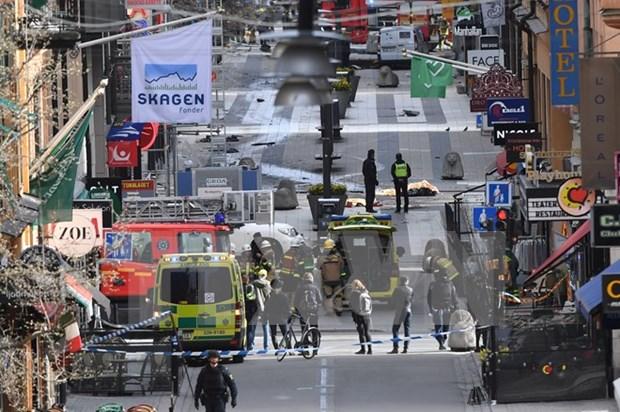 阮春福总理就瑞典首都发生袭击事件向瑞典首相勒文致慰问电 hinh anh 1