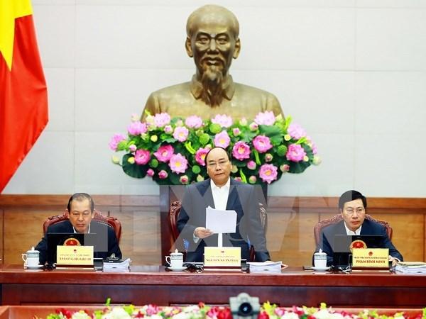 政府3月份例行会议决议:坚持多措并举推动生产发展 努力完成2017年增长目标 hinh anh 1