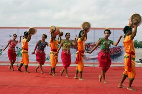 第11次安江省高棉族同胞文化体育与旅游节热闹开场 hinh anh 1