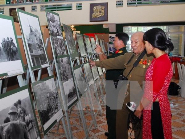 """""""历史性时刻""""摄影展在胡志明战役博物馆开展 hinh anh 1"""
