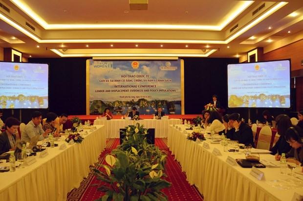 性别与安置国际研讨会:土地所有权是提高妇女地位的关键 hinh anh 1