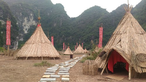 《金刚:骷髅岛》中的土人村在宁平省得到复原 hinh anh 1