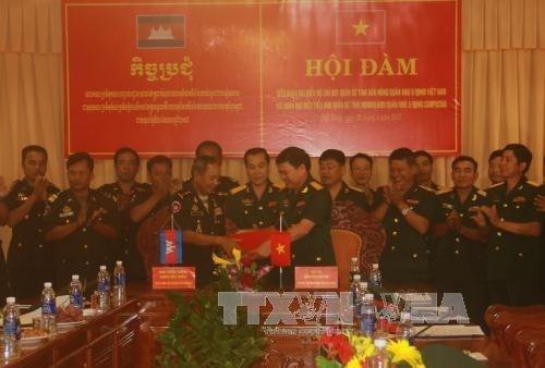 越南得农省与柬埔寨蒙多基里省加强合作关系 hinh anh 1