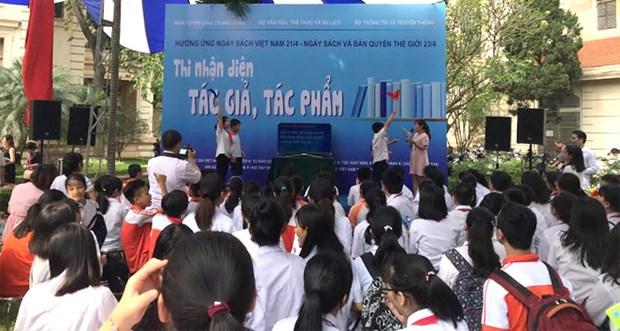 2017年越南图书节吸引众多读者前来参观 hinh anh 2