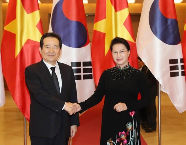 越南国会主席阮氏金银同韩国国会议长丁世均举行会谈 hinh anh 1