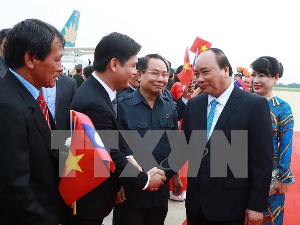老挝总理通伦·西苏里偕夫人举行仪式欢迎越南政府总理阮春福到访 hinh anh 1