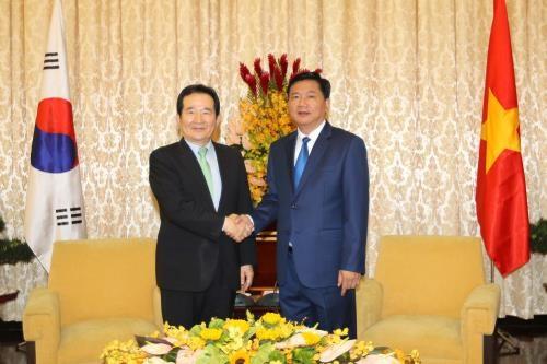 胡志明市领导会见韩国国会议长丁世均 hinh anh 1