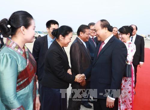 老挝媒体:阮春福访老有助于深化越老两国兄弟关系 hinh anh 1