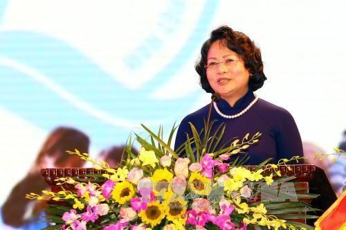 越南国家副主席邓氏玉盛:越南儿童保护基金会一向扮演好社会与国际组织和儿童之间的桥梁纽带作用 hinh anh 1