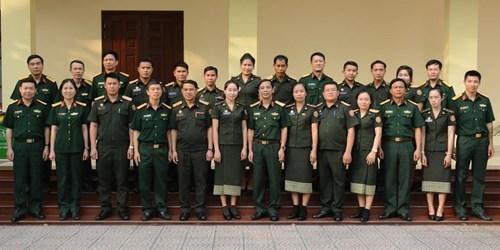 越南国防部为老挝国防部直属单位的工作人员举行培训班 hinh anh 1