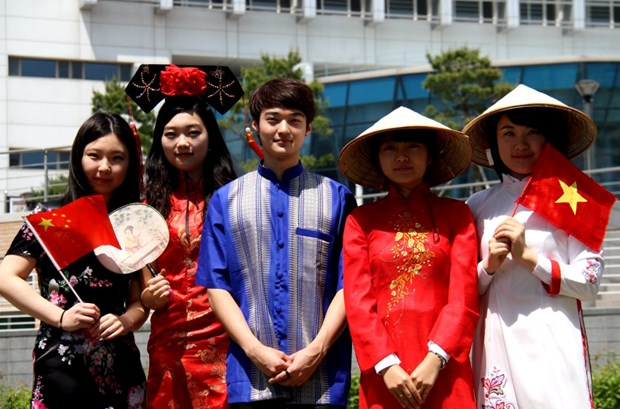 越南高平省与广西百色市加强教育合作 hinh anh 1