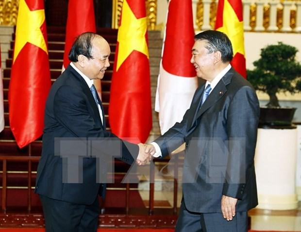 越南政府总理阮春福会见日本国会众议院议长 hinh anh 1