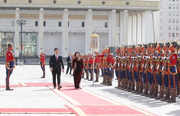 越南国家副主席邓氏玉盛分别会见蒙古国领导人 hinh anh 1