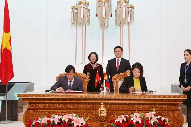 越南国家副主席邓氏玉盛分别会见蒙古国领导人 hinh anh 3