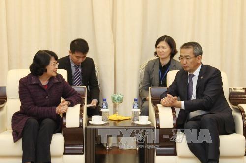 越南国家副主席邓氏玉盛对蒙古国进行正式访问 hinh anh 1
