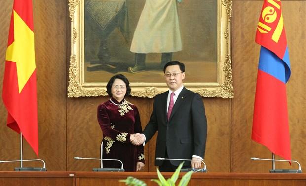 越南国家副主席邓氏玉盛分别会见蒙古国领导人 hinh anh 2