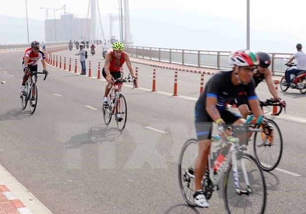 近1400名运动员参加越南2017年70.3铁人三项比赛 hinh anh 1