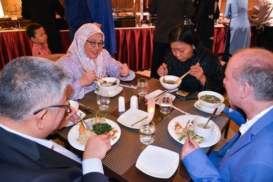 越南美食文化亮相孟加拉国 hinh anh 2