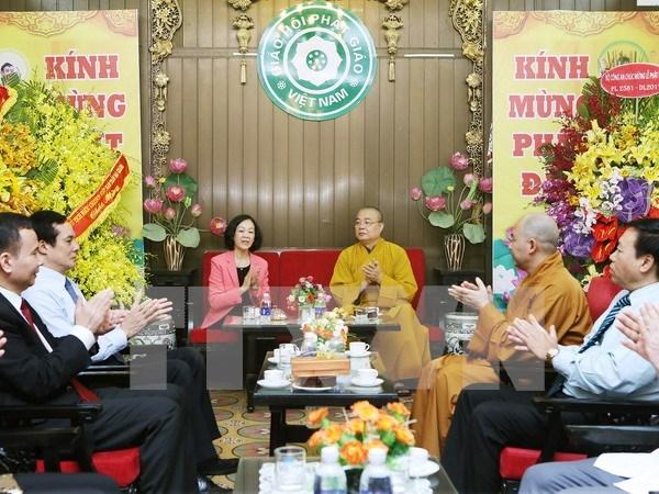 越共中央民运部长张氏梅探访越南佛教协会第一办公室神职人员 hinh anh 1