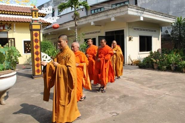 旅居老挝越南人社群隆重举行佛历2561年佛诞节庆祝法会 hinh anh 1