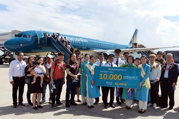 越航在岘港市迎来第1万个国际航班 hinh anh 1