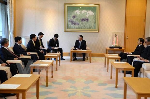 日本将为越南成功举办2017年APEC会议提供全方位支持 hinh anh 1