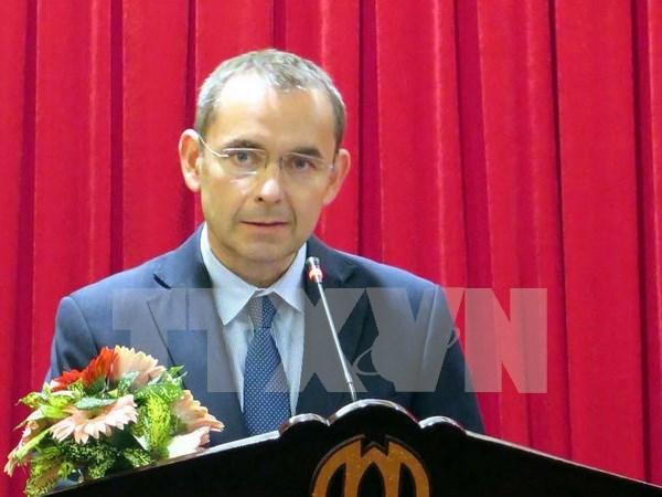 法国前驻越大使荣获越南友谊勋章 hinh anh 1