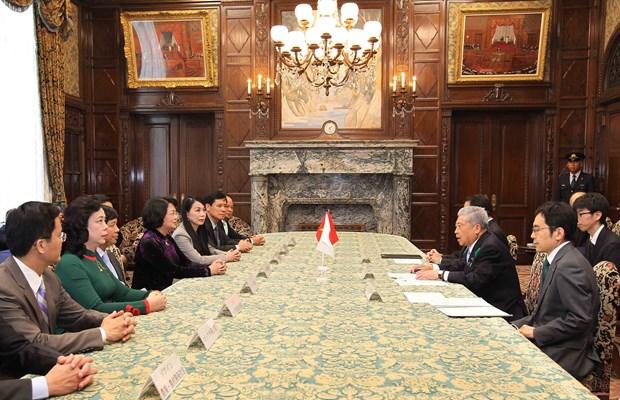 越南国家副主席邓氏玉盛会见日本参议院议长伊达忠一 hinh anh 1