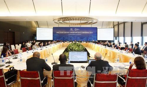 2017年APEC会议:APEC研究中心联席会议闭幕 hinh anh 1