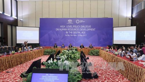 2017 APEC会议: 通过关于数字纪元中人力资源开发高级别政策对话的联合声明 hinh anh 1