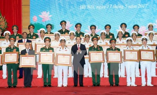 陈大光出席国防部举行的科技领域胡志明奖颁奖仪式 hinh anh 1