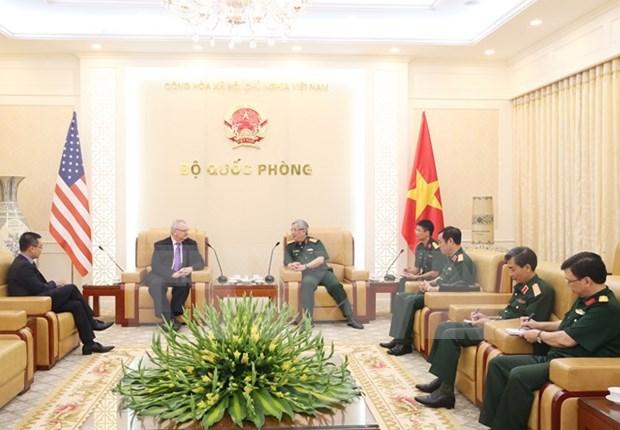 越南国防副部长阮志咏会见美国东盟商业理事会代表团 hinh anh 1