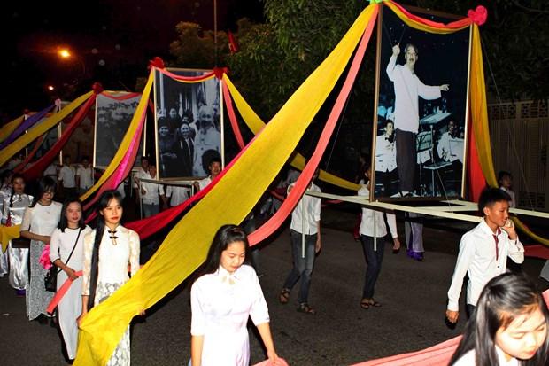 胡志明主席诞辰127周年:2017年莲花村文化节在乂安省开幕 hinh anh 2
